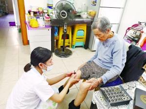 黄埔区和白云区一线社工机构为辖区老人提供个性化养老服务助力幸福养老广州社工在行动